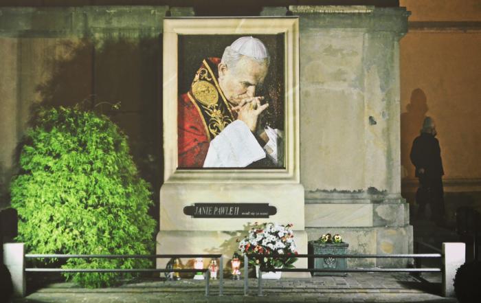 Mozaika z portretem Jana Pawła II - złożona z 25 tysięcy kawałków.