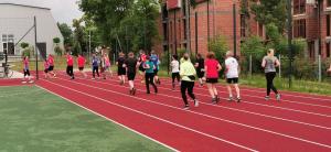 Krótka przebieżka w ramach rozgrzewki przed treningiem
