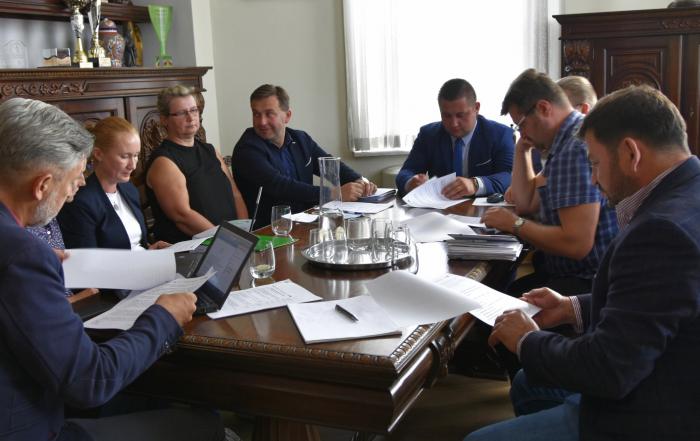 Spotkanie w sprawie budowy obwodnicy w gabinecie pełniącego obowiązki burmistrza