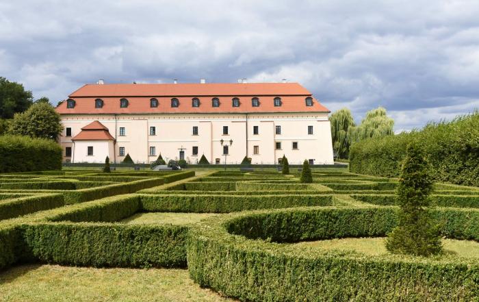 Widok na zamek królewski od ogrodów królowej Bony