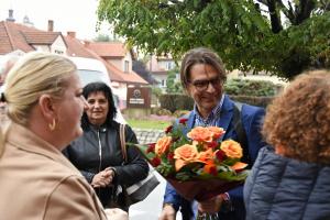 Burmistrz Roman Ptak otrzymał kwiaty od mieszkańców
