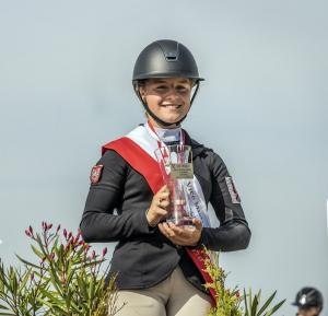 Marta Wypiór z pucharem za zajęcie 3 miejsca podczas Mistrzostw Polski Juniorów.