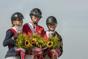 Marta Wypiór podczas dekoracji za zajęcie 3 miejsca Mistrzostw Polski Juniorów w Skokach.
