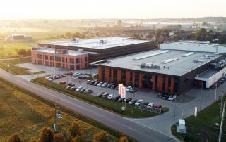 Widok z lotu ptaka na nową ekofabrykę firmy Trefl.