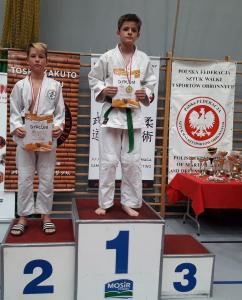 Jan, zawodnik Challenge Ju-Jitsu Sport Niepołomice na 2 miejscu podium