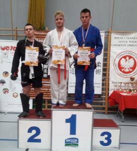 Michał, zawodnik Challenge Ju-Jitsu Sport Niepołomice na 2 miejscu podium