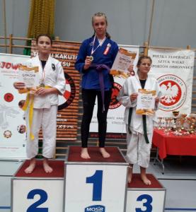 Nadia, zawodniczka Challenge Ju-Jitsu Sport Niepołomice na 1 miejscu podium