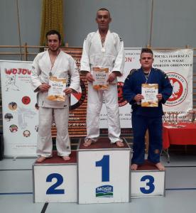 Arek, zawodnik Challenge Ju-Jitsu Sport Niepołomice na 3 miejscu podium