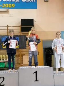Pola, zdobywczyni 1 miejsca i Zuzanna zdobywczyni 2 miejsca podczas Pucharu Polski Combat Aikido