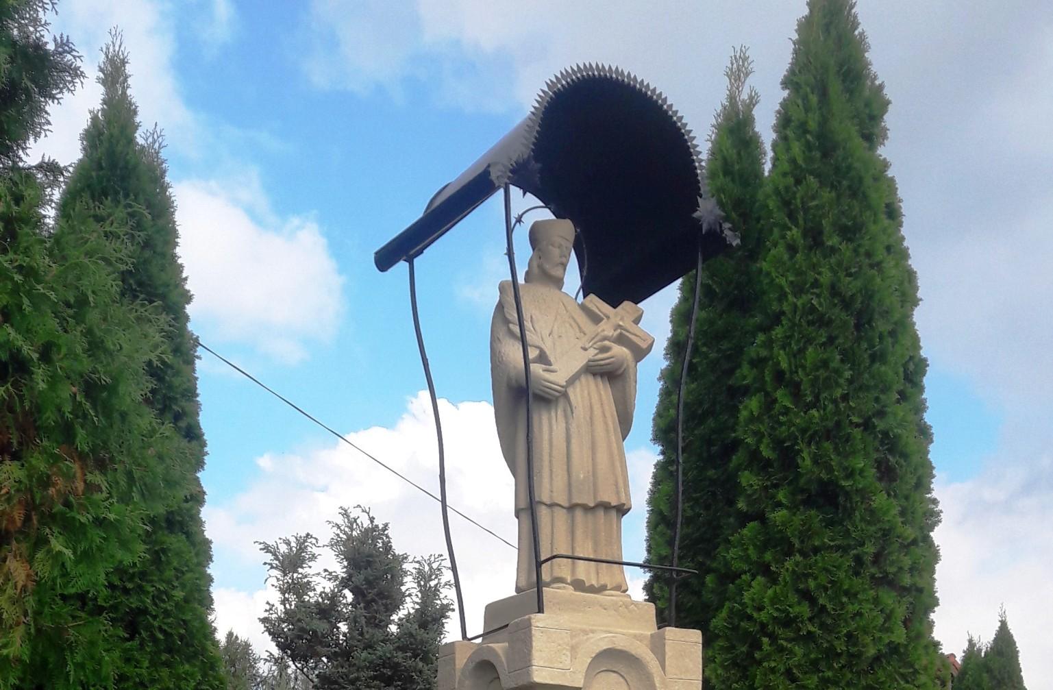 Odnowiona kapliczka św. Jana Nepomucena w Woli Batorskiej