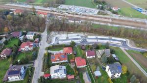 Zdjęcie wykonane z drona - widok na parkingi park&ride Podłęże Północ i Południe