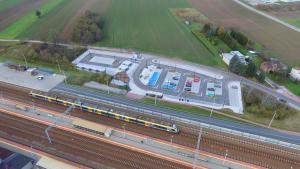 Zdjęcie wykonane z drona - widok na parking park&ride Podłęże Południe
