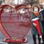 Przekazanie serca na nakrętki na rynku w Niepołomicach