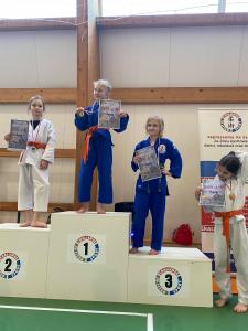 Milena, zdobywczyni 1 miejsca, Pola zdobywczyni 3 miejsca, Julka zdobywczyni 4 miejsca podczas II Liga Combat Ju-Jutsu