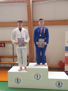 Oskar na podium podczas II Liga Combat Ju-Jutsu