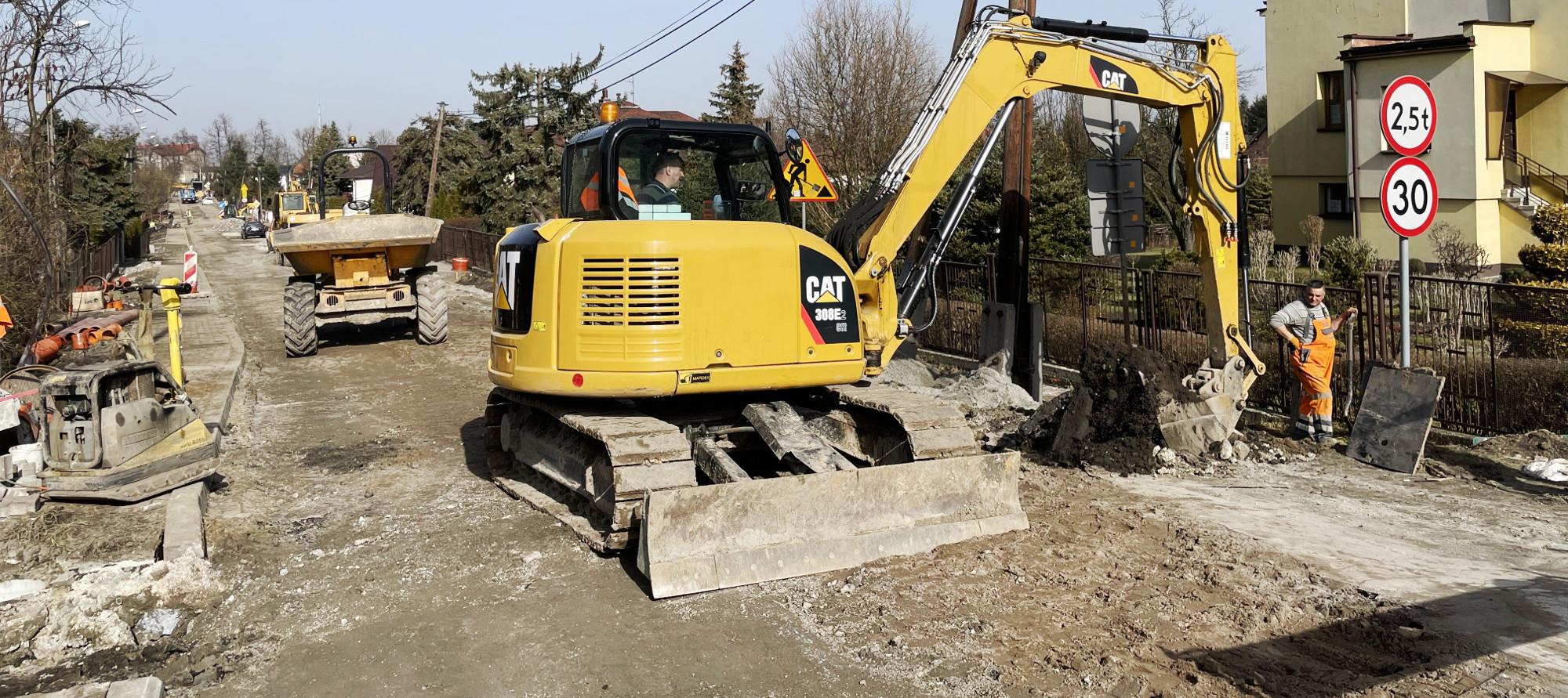 Prace remontowej na ul. Kolejowej w Podłężu