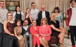 Aktorzy Staniąteckiej Grupy Teatralnej na scenie