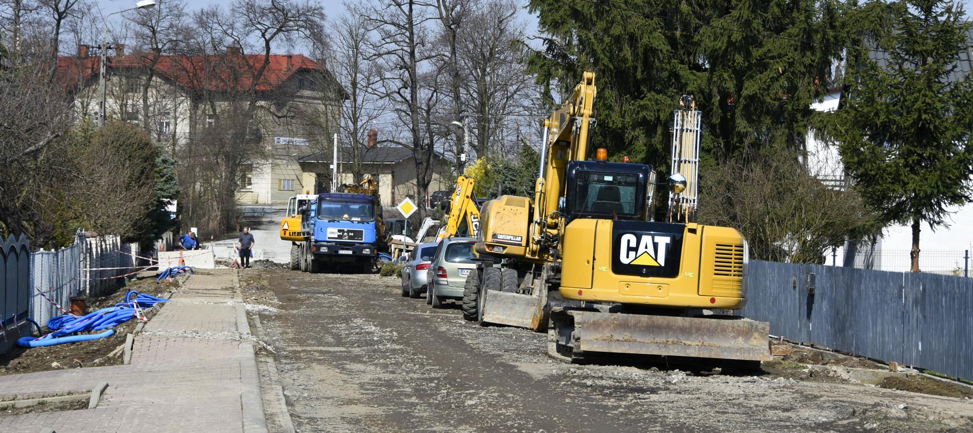 Remontowana ulica Kolejowa w Podłężu