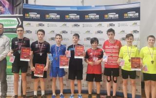 Zdjęcie grupowe badmintonistów po zawodach