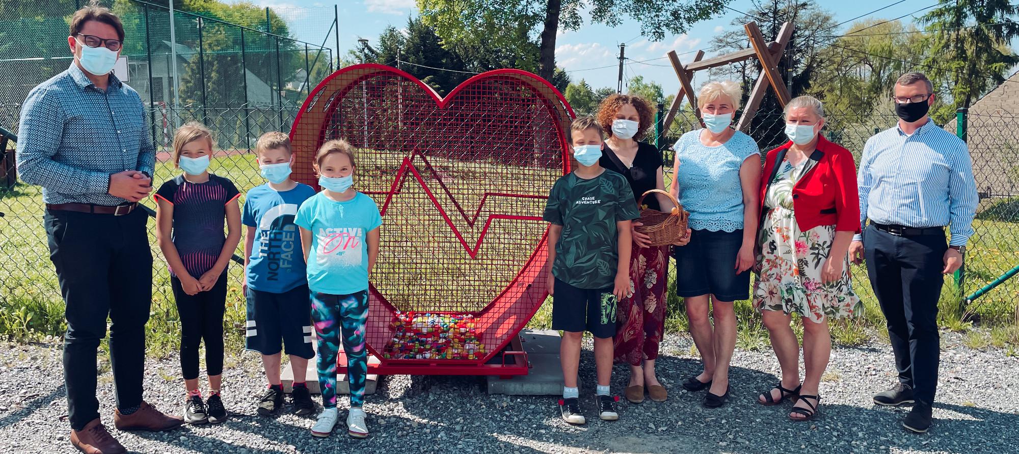 Przekazanie serca na nakrętki w Suchorabie