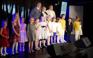 zdjęcie grupowe laureatów konkursu