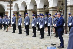 Powiatowe Święto Policji - przemawia wiceburmistrz Michał Hebda