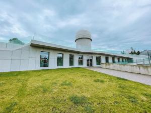 Budynek Młodzieżowego Obserwatorium Astronomicznego w Niepołomicach