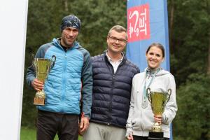 Zwycięzcy Biegu 4 Rest Run z zastępcą burmistrza Michałem Hebdą