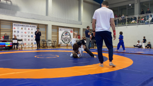 zawodnicy walczą podczas Małopolskiej Ligi Ju-Jitsu