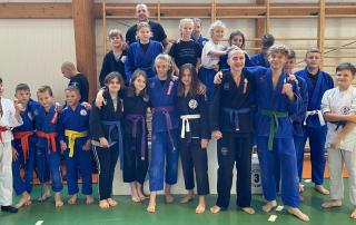 Zdjęcie grupowe zawodników Challenge Ju-Jitsu Sport Niepołomice