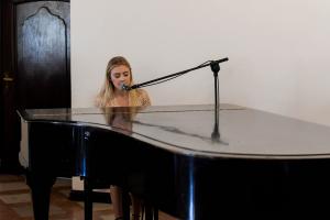 Anna Cieśla śpiewa