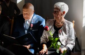 Pary małżeńskie biorące udział w jubileuszu 50-lecia pożycia małżeńskiego