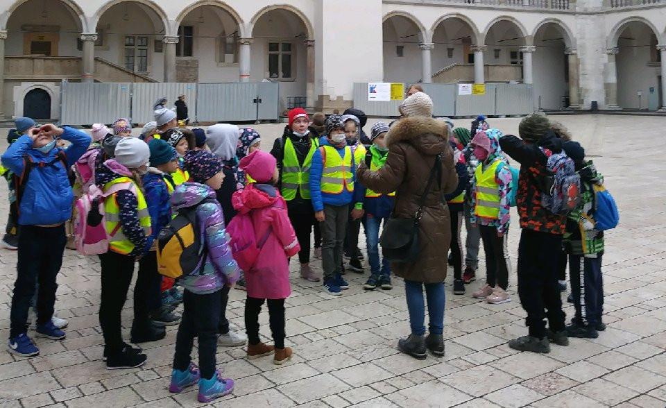 zdjęcie grupowe uczniów SP Zabierzów Bochenski